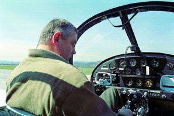 Letisko v Žiline si vytvorilo vlastnú formu spolupráce s miestnou hraničnou políciou.  Ján Slota je šéfom dozornej rady spoločnosti, ktorá letisko prevádzkuje.