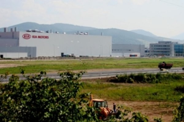 Spoločnosť Kia Slovakia plánuje do konca roka 2010 zvýšiť počet zamestnancov z 2 700 na 3 000.