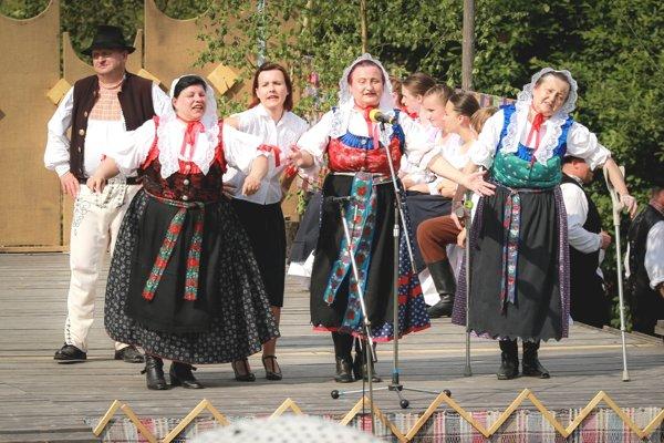 Folklórna skupina Tiešňavan z Krpelian.