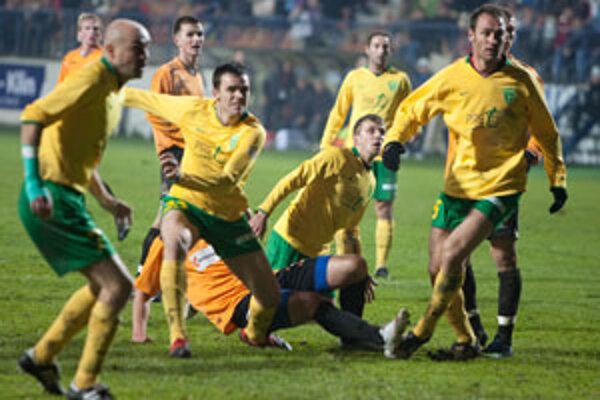 Žilinčania jesennú časť domácej futbalovej Corgoň ligy vyhrali.