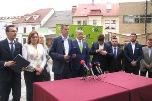 Igora Kašpera dnes prišli do Banskej Bystrice podporiť predstavitelia pravicových strán.