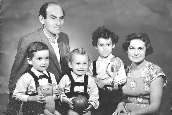 rodina Jána Perla v roku 1955.