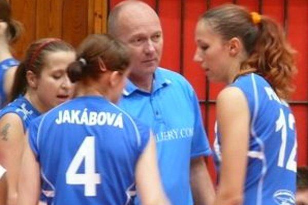 Tréner Jaroslav Vlk so svojimi zverenkyňami.