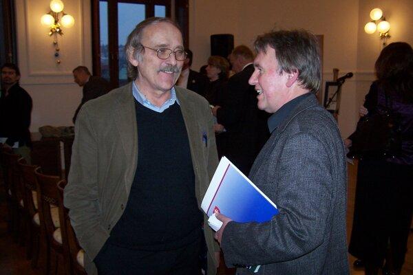 Novú známku graficky pripravil Dušan Kállay (vľavo), autorom rytiny je František Horniak.