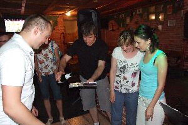 Druhý album pokrstili priatelia a známi muzikantov.