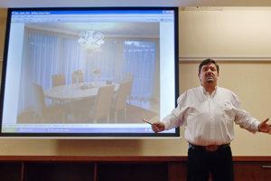 28. február 2012. Marián Kočner počas svojej tlačovej konferencie ku stretnutiam s predsedom strany SAS Richardom Sulíkom.