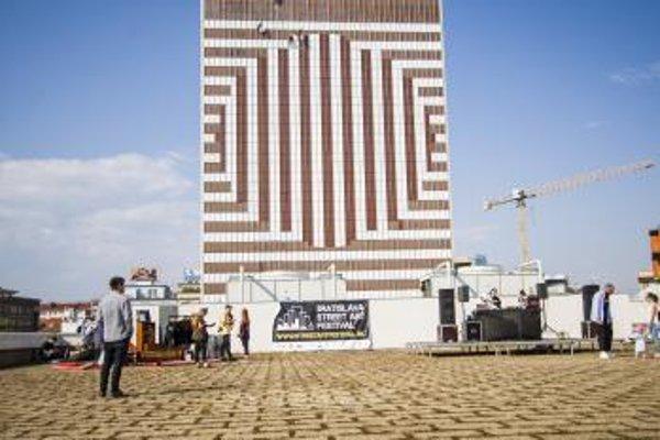 Najväčšie street art dielo v strednej Európe Hotel Kyjev Deconstructed.
