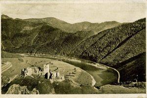 Historický záber na cestu.