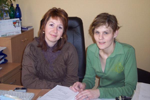Psychiatrička Andrea Vaňková (vľavo) a psychologička Lucia Šútorová spolu často konzultujú, aby pomohli svojim pacientom čo najlepšie.
