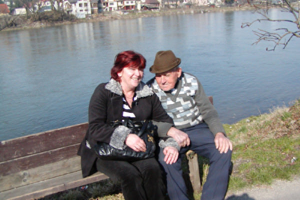 Najstarším obyvateľom Nezbudskej Lúčky je 96-ročný Jozef Slaný. Keď je pekné počasie, rád si posedí na slniečku a sleduje, čo sa deje okolo neho. Vždy sa poteší, keď si k nemu na pár slov prisadne starostka Mária Ďurčová.