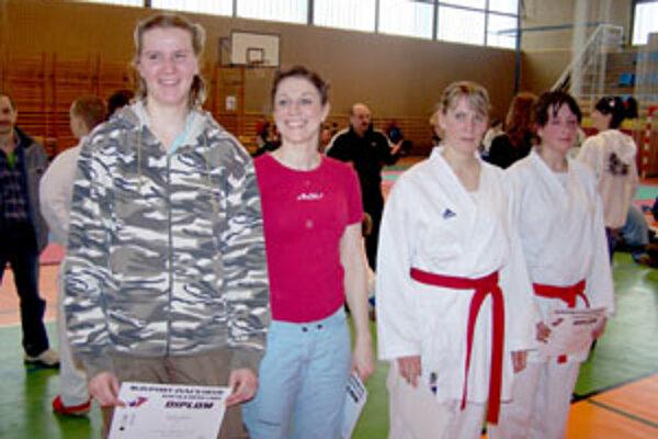 Víťazky kategórie kumite žien nad 60 kg, zľava: Katarína Sulíková (Nové Zámky), Mária Levická (Nitra), Petra Kubinská (Trenčín), Zuzana Kubalová (Sokol Žilina).
