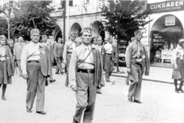 Vlastnému zletovému vystúpeniu Orla, ktorý sa konal v auguste roku 1938 na štadióne Športového klubu Žilina predchádzal slávnostný pochod mestom