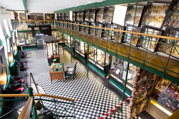 V múzeu likérky Zwack je aj obrovská zbierka miniatúrnych fľaštičiek alkoholu.