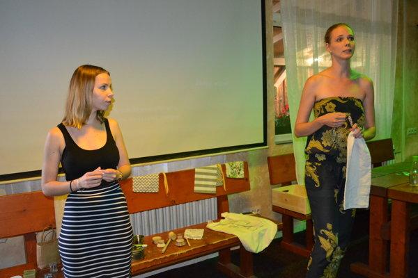 Michaela Šlosárová (vľavo) a Laura Martinková otvoria v Prešove prvý bezobalový obchod.