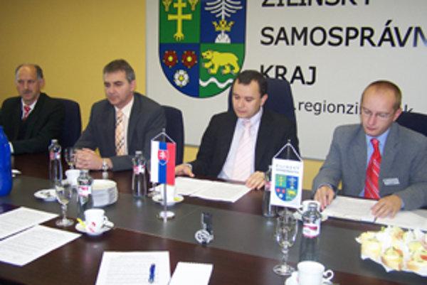 Ladislav Hološ, Peter Pobeha, Pavol Holeštiak a Peter Kubica informovali o úprave cien cestovného od novembra tohto roka.
