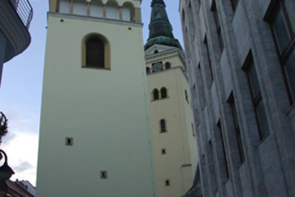 Pohľad na Burianovu vežu z Dolného valu.
