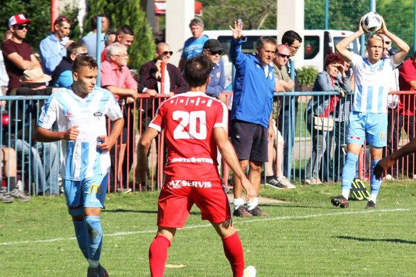 Dominik Guláš (vľavo) si ešte v sobotu 30. júna zahral proti Brnu, ale s mužstvom Nitry už týždeň netrénuje, pretože sa nedohodol na novej zmluve.