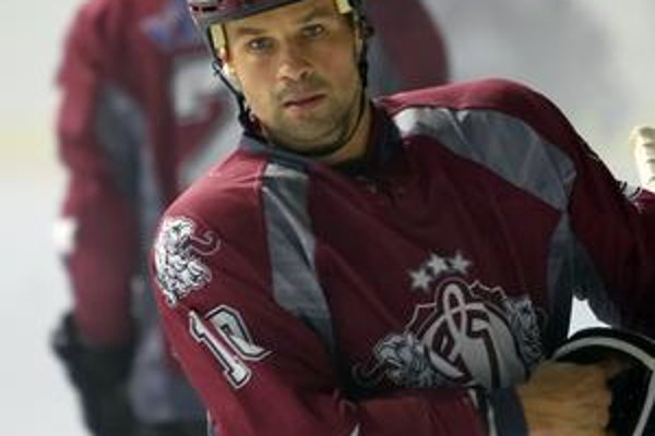 Ronald Petrovický v drese lotyšského Dinama Riga už nenastúpi. Jeho ďalšia hokejová kariéra možno bude pokračovať pod Dubňom.
