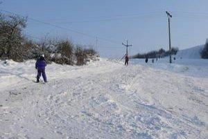 Na Malom Straníku sa dá zatiaľ lyžovať iba na malom vleku.