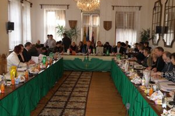 Poslanci schválili štatút Mesta Žilina.