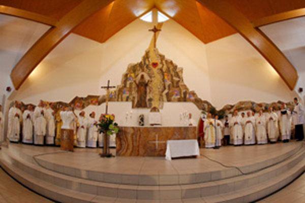 V Žiline sa v Kostole Sedembolestnej Panny Márie konala slávnostná svätá omša na oslavu prvého výročia zriadenia Žilinskej diecézy.
