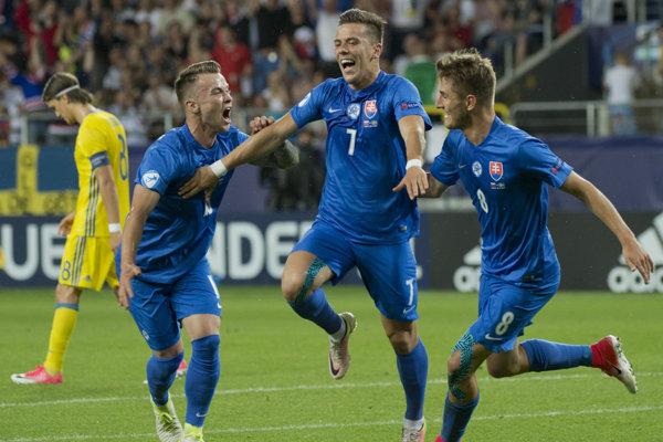 Jaroslavovi Mihalíkovi na kredite pridalo úspešné Euro 2017 hráčov do 21 rokov. Takto sa so spoluhráčmi radoval (č. 7) so svojho gólu do siete Švédska.