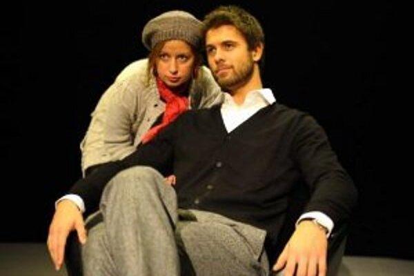 Mobil. Inscenácia hry jedného z najvýznamnejších súčasných katalánskych dramatikov Sergiho Belbela.