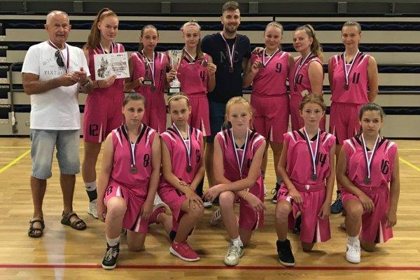 Úspešný dievčenský tím z Preselian.
