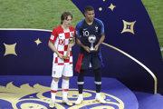Luka Modrič (vľavo) a Kylian Mbappé.