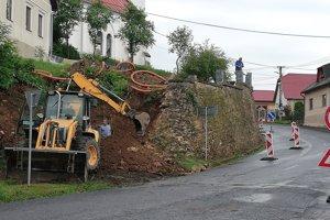 Rekonštrukcia oporného múru v Turičkách.