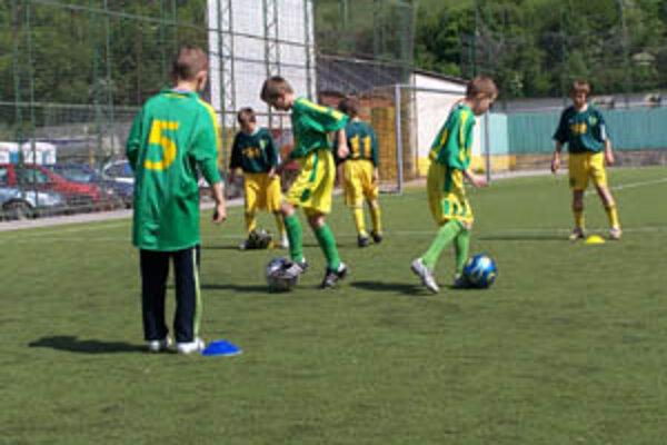 Mladí futbalisti môžu v Žiline trénovať od piatich rokov. Popri hráčoch z mesta vyhľadávajú skauti aj hráčov v regionálnych ligách a triedach.