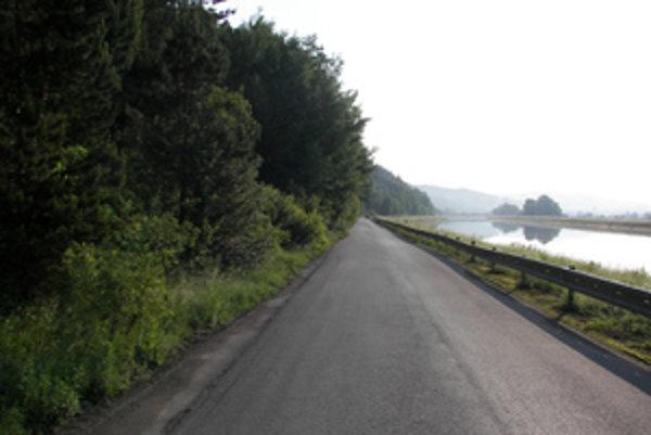 Z cesty poza umelý kanál Váhu z Bytče do Kotešovej chcú korčuliari vylúčiť dopravu. Proti je obec Kotešová.