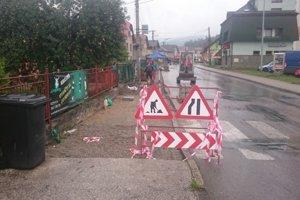 Rekonštrukcie sa dočká tento rok viacerok chodníkov v Krásne nad Kysucou.
