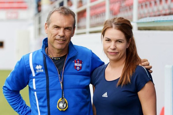 Veronika Vargová (na snímke s Milanom Ivankom) bude pomáhať zraneným a doliečujúcim sa hráčom FC ViOn.