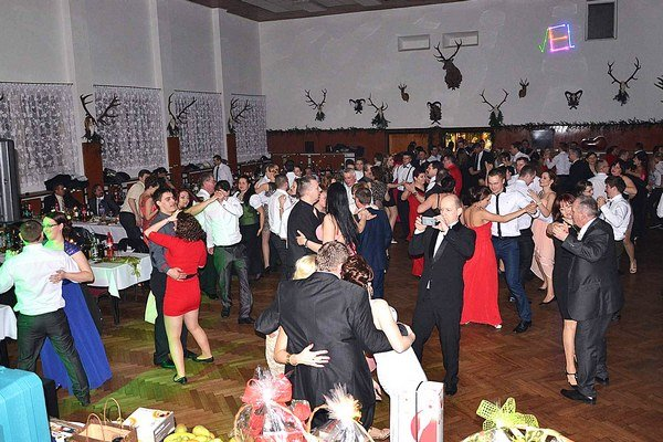 Tanečné kolá striedali súťaže a dobré jedlo.