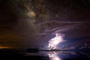 Búrka pod Mliečnou cestou.