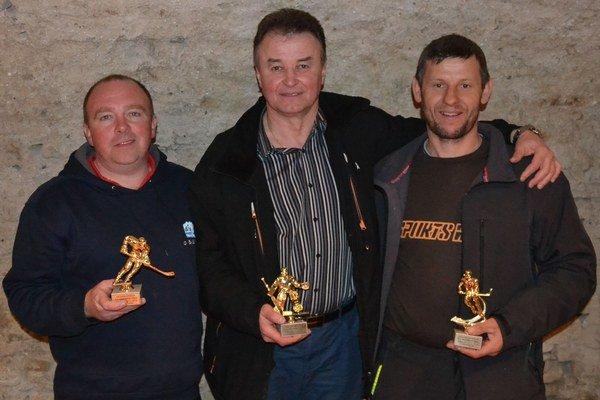 Zľava najlepší strelec Štefan Ligas, najlepší brankár Miloš Okál a najlepší nahrávač Ján Maslan.