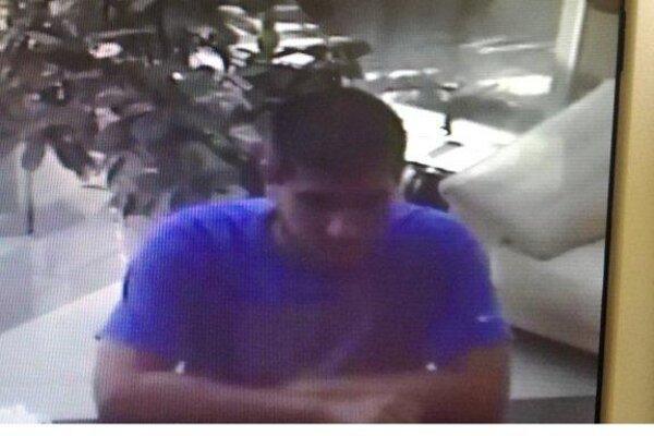 Polícia pracuje na identifikácii tohto muža.