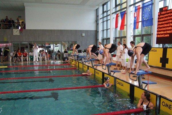 Plavci si podujatie obľúbili. Každý rok sa tam stretne takmer tri sto účastníkov.
