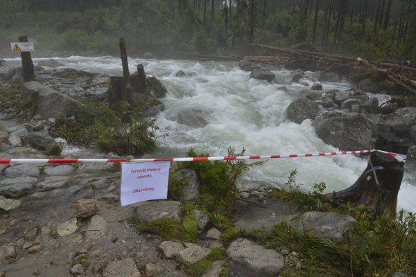 Turistické chodníky v okolí Studeného potoka a Vodopádov Studeného potoka vo Vysokých Tatrách.