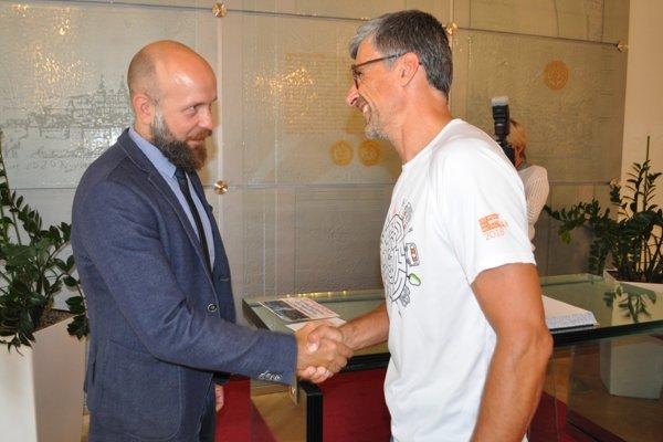 Výkon Rastislava Krejčího počas kampane Do práce na bicykli ocenil aj primátor Trnavy Peter Bročka.