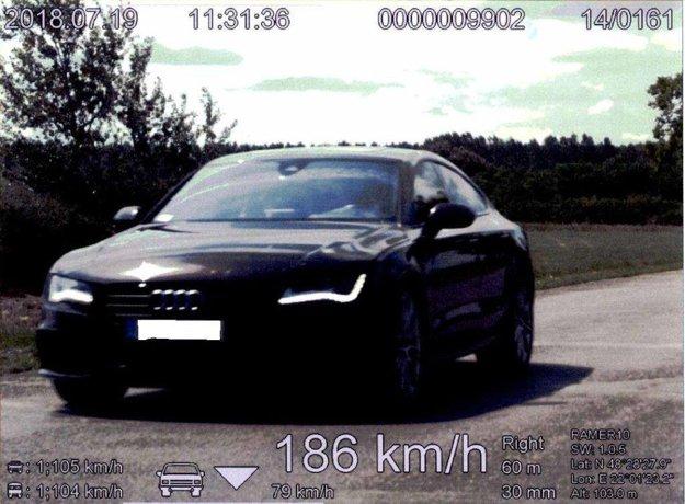 Audi šlo rýchlosťou 186 km/hod