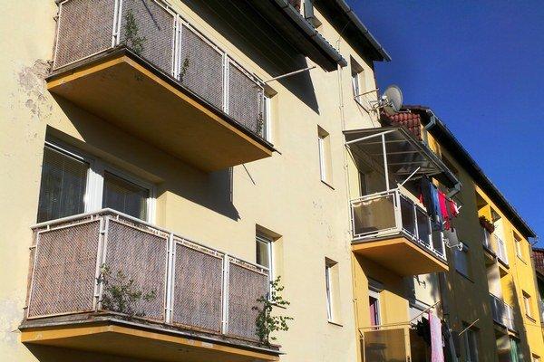 Obecné bytovky sú v havarijnom stave. Aj preto samospráva zatiaľ neplánuje zvyšovať počet nájomných bytov.
