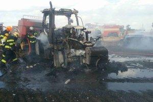 Traktor zhorel.