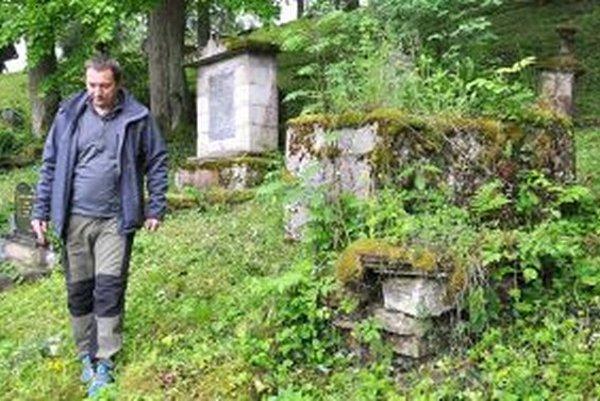 Starosta chce zrekonštruovať hroby Zmeškalovského rodu.