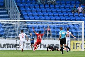 Futbalisti Spartaka Trnava si dávajú vlastný gól.