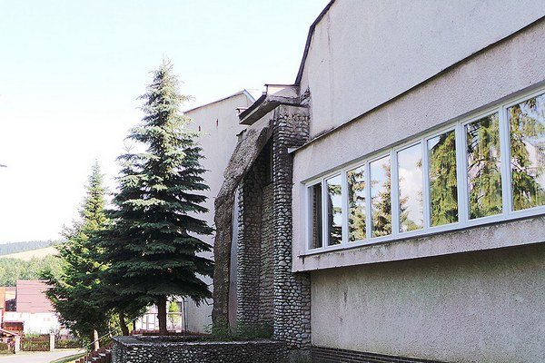 Kultúrny dom. Nápad sopačne klopenou strechou vpodhorskej dedine zlyhal.
