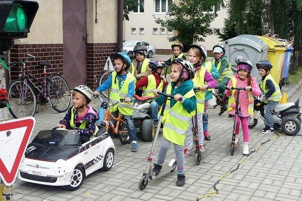 Na detskom dopravnom ihrisku.
