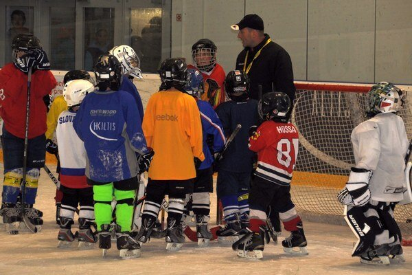 Hokejové nádeje na Altise sa tešia z nových výstrojí.