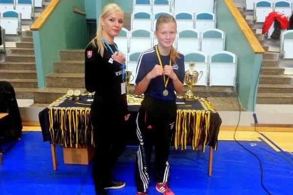 Zľava Monika Janovičová a Jessica Triebeľová.